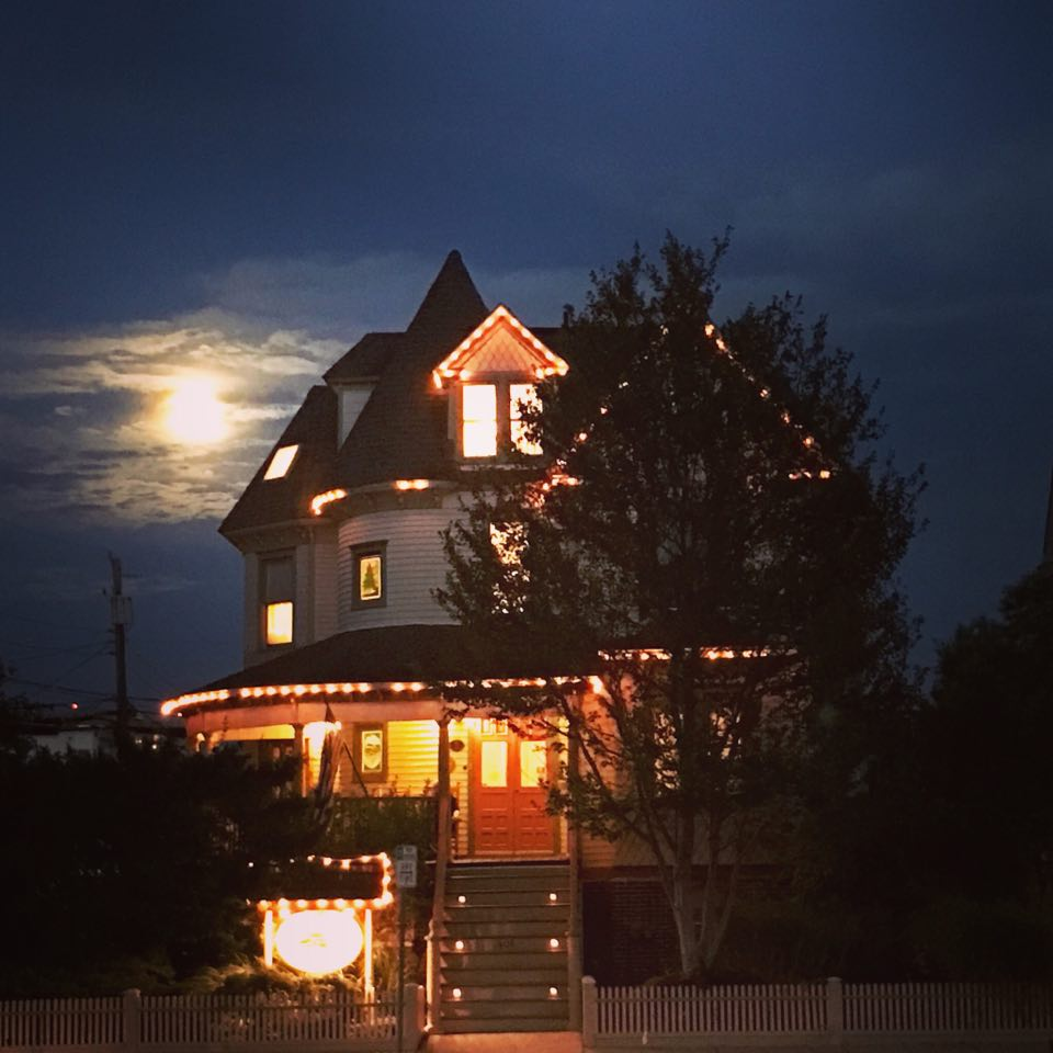 Northwood Inn at night